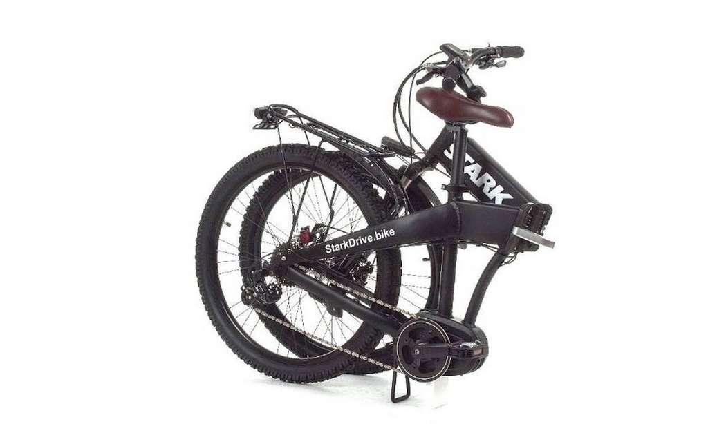 Le vélo se plie complètement en deux pour faciliter son transport. © Stark