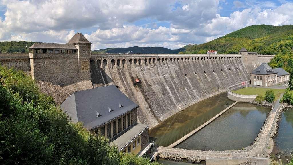 Le barrage de l'Edersee au cœur d'un parc naturel allemand