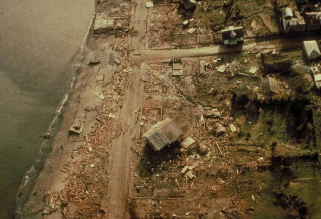 L'île de Chiloé, dans le sud du Chili, après le tsunami provoqué par le séisme du 22 mai 1960, le plus puissant jamais enregistré (magnitude 9,5). © NOAA, NGDC