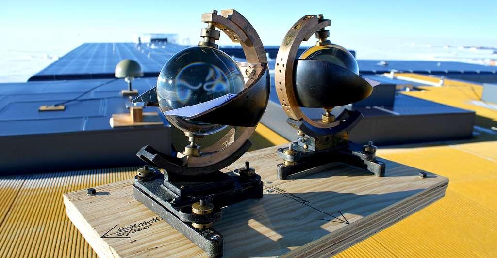 Il est possible de mesurer l'ensoleillement. Ici, des enregistreurs de rayonnement solaire. © Eli Duke, CC by-nc 2.0