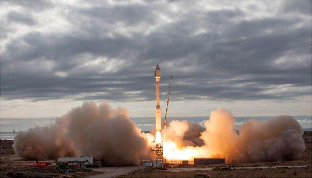 Décollage du lanceur Minotaur-C d'Orbital ATK depuis le pas de tir SLC-576E de la base militaire américaine Vandenberg Air Force Base. © Orbital_ATK