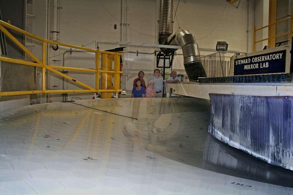 2009 : le polissage doit permettre une courbure parfaite du miroir. © E. Acosta/LSST