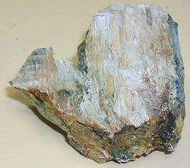 Aspect du minerai micacé après extraction. © U.S. EPA