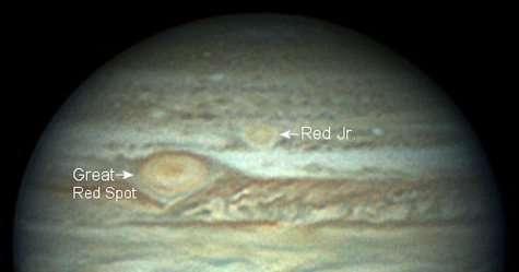 Les deux tâches rouges de Jupiter, observées le 28 mai 2006 par l'astronome amateur Christopher Go Ces deux tempêtes géantes fondent l'une sur l'autre ! (Courtesy of Christopher Go)