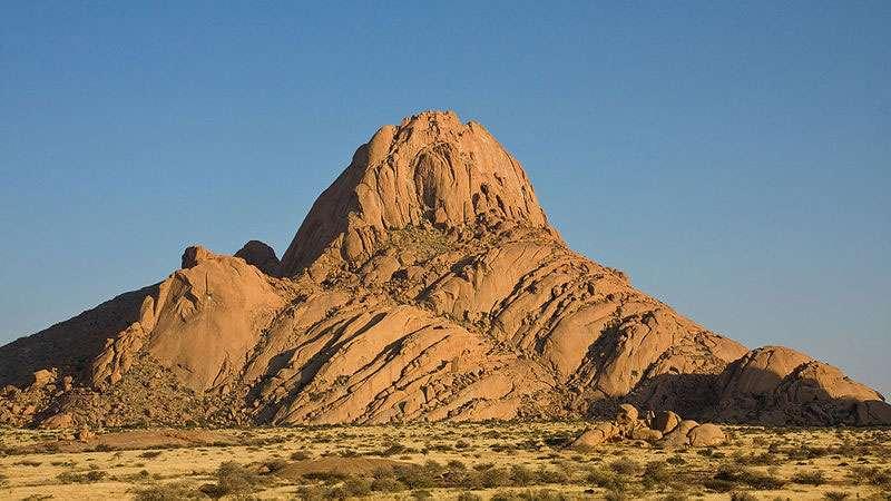 Lever du soleil sur le Spitzkoppe, en Namibie