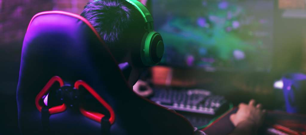 Casque gamer, fauteuil, clavier, souris, ne négligez aucun détail pour être au top de vos capacités. © Anastassiya, Adobe Stock