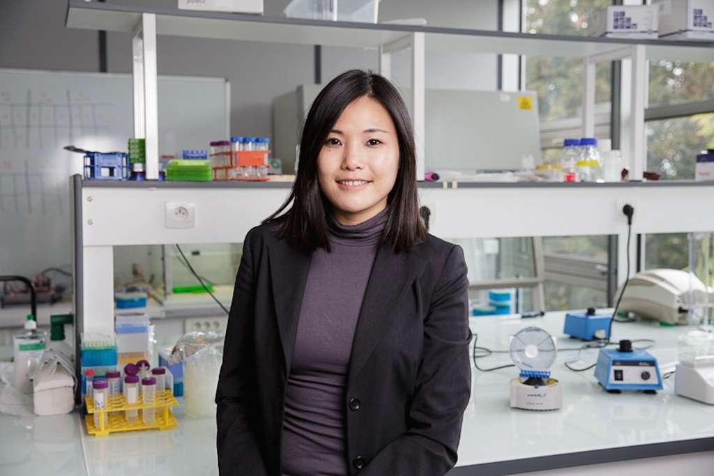 Carine La, cofondatrice et directrice générale d'Anova-Plus, est ingénieure en biotechnologie issue de Sup'Biotech (promotion 2013). Elle s'est spécialisée dans le management de l'innovation. Elle a également créé le média indépendant dédié à l'innovation Garage21.