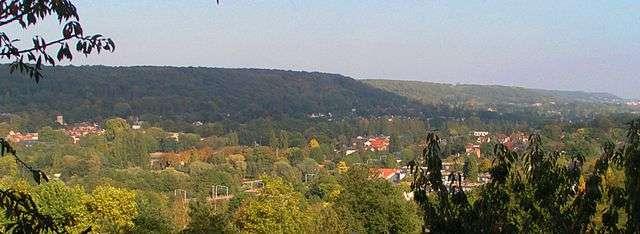Vue de la vallée de Chevreuse au niveau de Gif-sur-Yvette. En bas, on distingue les rails de la ligne B du RER. © Christophe Jacquet, Wikimedia Commons, cc by sa 2.5