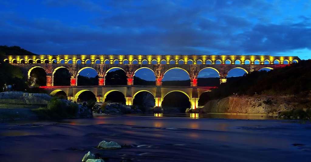 Féerie nocturne au pont du Gard. © Hamon Jp, Wikimedia commons, DP
