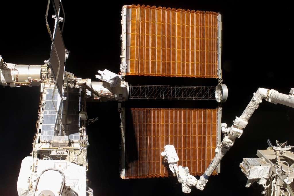 Décembre 2006 : la rétraction des panneaux solaires de P6 se passe mal