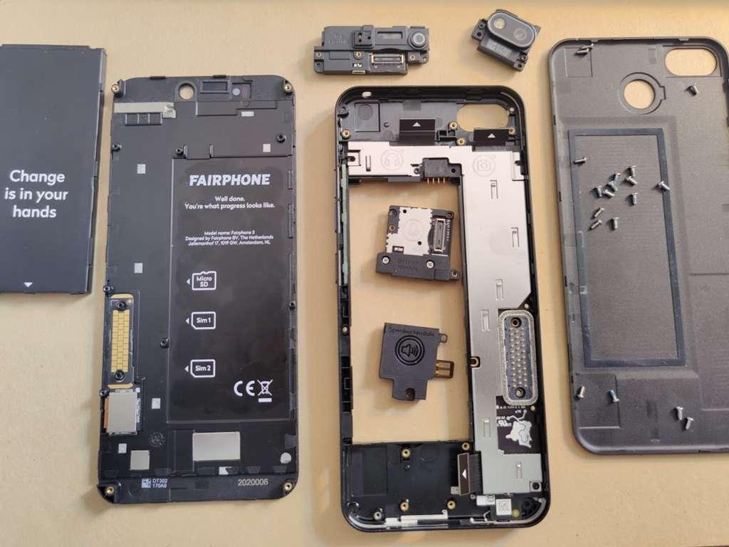 Facilité de réparation. Futura a pu démonter le mobile en seulement cinq minutes. © Futura