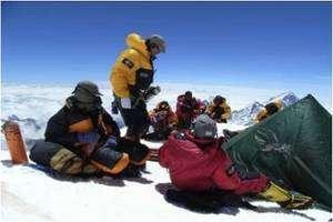 La tente, installée à 8.400 mètres, pour le prélèvement de sang le plus haut du monde. © Caudwell Xtreme Everest Research Group