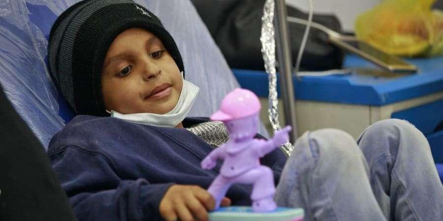 Plus de trois quarts des hôpitaux interrogés entre juin et août 2020 ont assuré que les soins des cancers pédiatriques avaient été affectés par la pandémie. © Mohammed Huwais, AFP