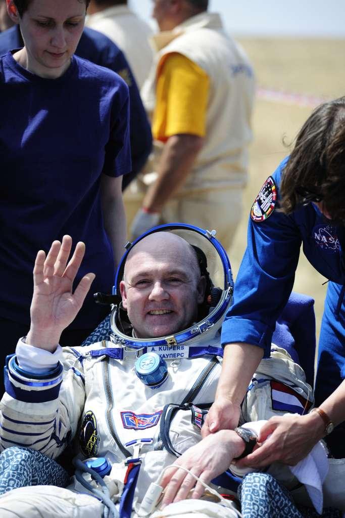 Fatigué, les traits tirés mais souriant, l'astronaute de l'Esa André Kuipers est rentré dimanche sur Terre. © Esa/S. Corvaja, 2012