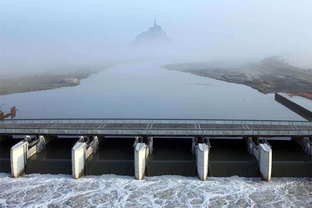 Le barrage sur le Couesnon et le Mont-Saint-Michel