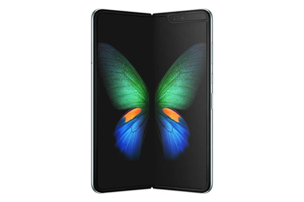 Replié, le Galaxy Fold est doté d'un petit écran de 4,6 pouces. Déployé, il se transforme en une tablette de 7,3 pouces dont la charnière est presque invisible. © Samsung