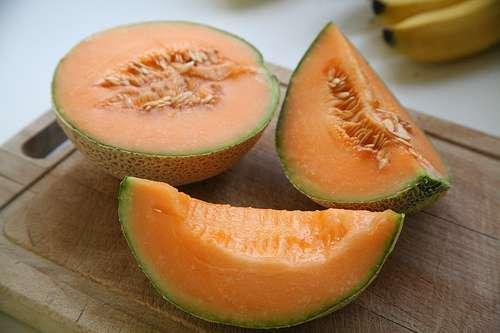 Le melon (tout comme l'abricot, la mangue et les autres fruits de couleur orange) est riche en bêta-carotène et peut ainsi contribuer à la bonne qualité du sperme. © Bruno Girin, Flickr CC by sa 2.0