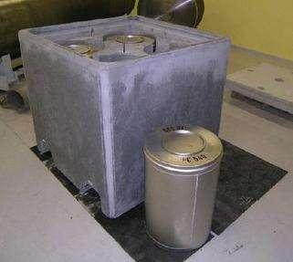 Conteneurs communs de déchets radioactifs, en vue de leur stockage à longue durée (Crédits : ANDRA)