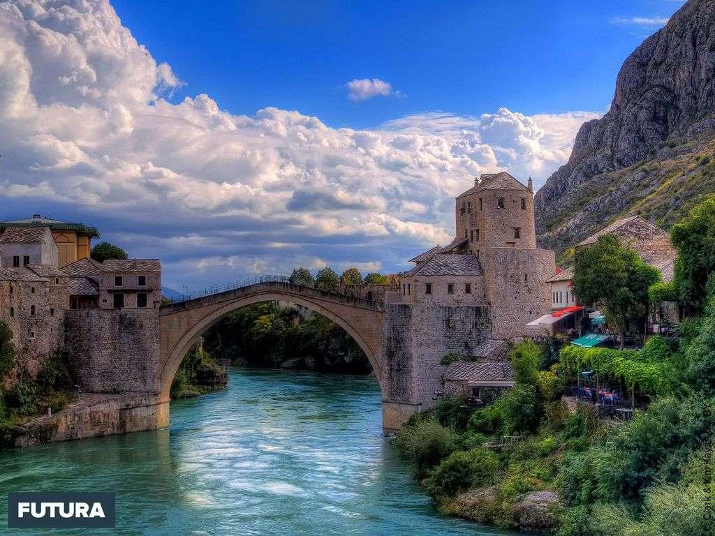 Le Stari Most de Bosnie-Herzégovine construit en 1565 par Mimar Hajrudin