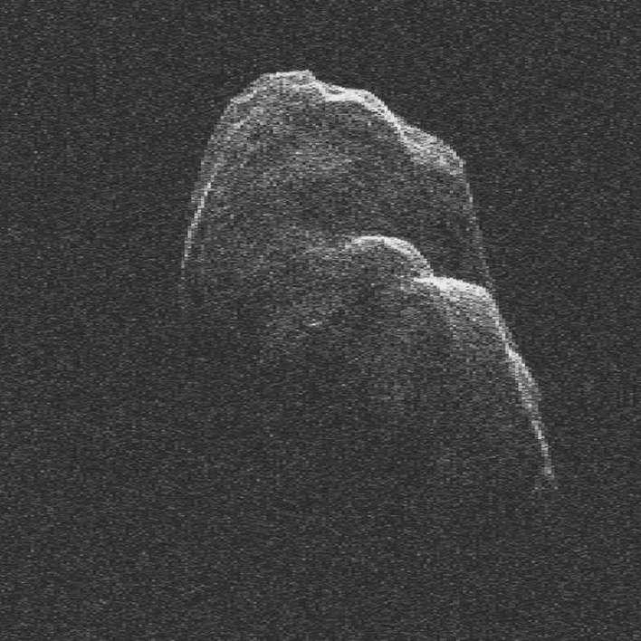 Toutatis, ici vu par le radar de Goldstone, fait l'objet de toutes les attentions en raison de la difficulté que nous avons à connaître son orbite avec précision. Or, ce satellite coupe l'orbite de la Terre. Gaia va déterminer précisément ses paramètres orbitaux, et nous saurons peut-être quand surviendra la fin du monde... © Nasa, JPL, DP
