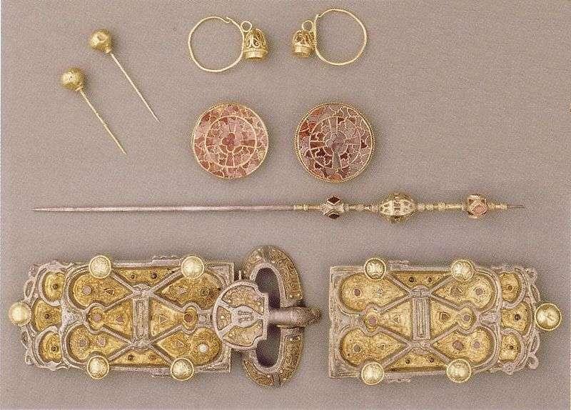 Bijoux de la reine Arégonde Musée du Louvre. © Domaine public