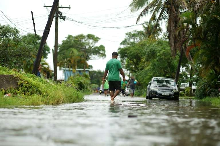 Une rue de Suva, la capitale des Fidji, inondée à l'approche du cyclone Yasa, le 16 décembre 2020. © Leon Lord, AFP