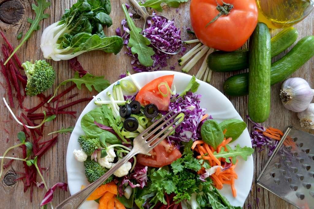 Le régime crudivore augmente le risque d'intoxication alimentaire. © Nadine Primeau, Unsplash