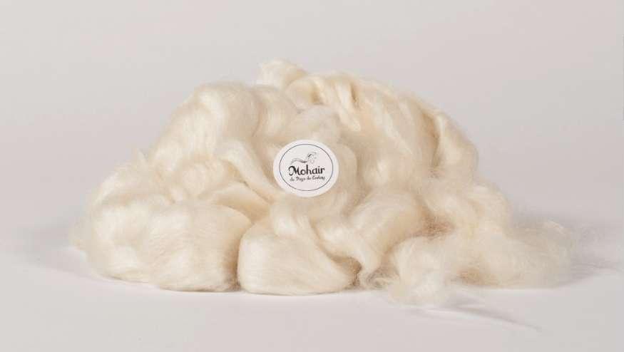 Le mohair est une fibre très légère à excellent pouvoir isolant. © Mohair du Pays de Corlay