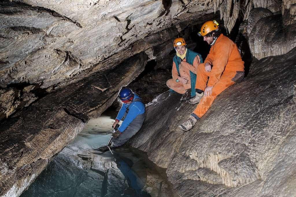 Les chercheurs de l'université de Melbourne (Australie) ont étudié des stalagmites de l'Antro del Corchia (Italie) qui conservent des signatures géochimiques présentes dans les sédiments océaniques. © Adriano Roncioni, Gruppo Speleologico Lucchese