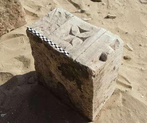 Élément d'architecture copte (IXe siècle après J.-C.). © Photos Christian Décamps / Mission archéologique du Louvre à Saqqara