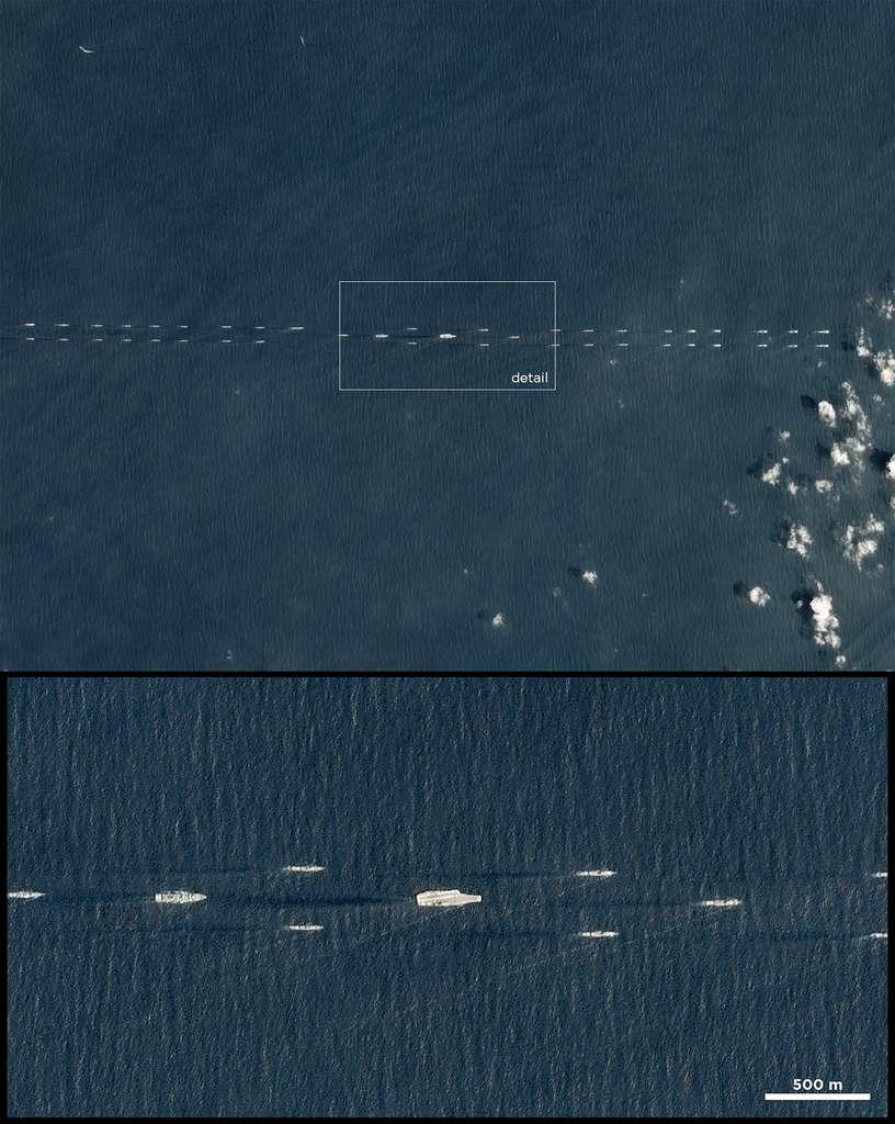 Exercices militaires chinois avec une flotte de navires escortant un porte-avions. © 2018 Planet Labs, Inc.