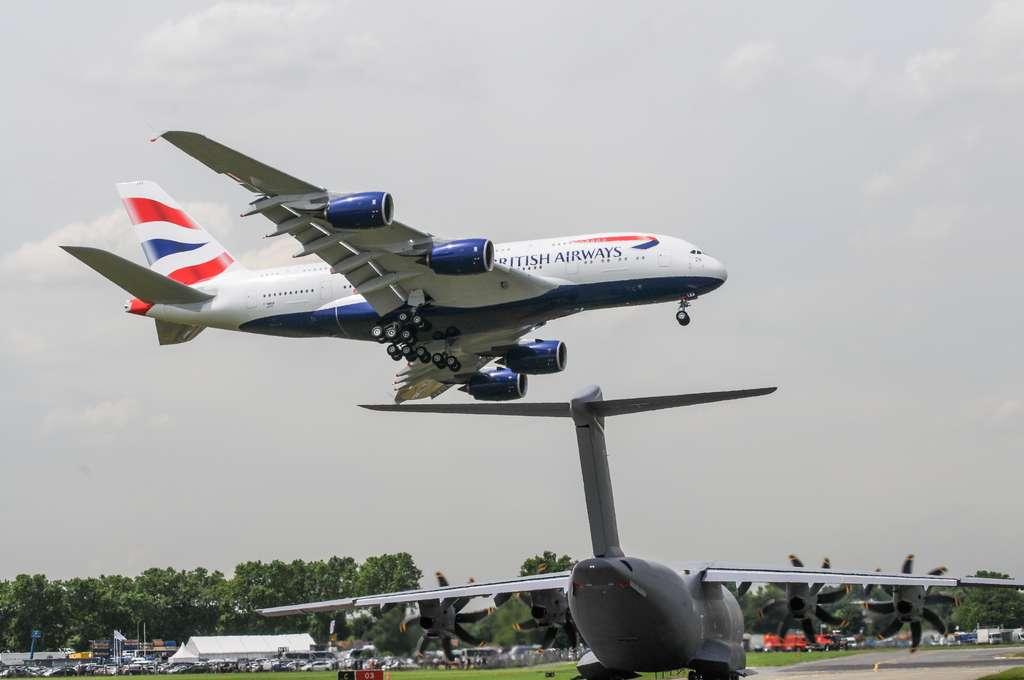 Croisement entre un A380 et un A400M