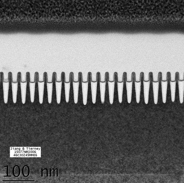 Voici à quoi ressemblent des transistors de 7 nanomètres. Pour obtenir une telle finesse de gravure, IBM a eu recours à la lithographie en extrême ultraviolet (EUV) dont la longueur d'onde est comprise entre 10 et 15 nm. © IBM Research