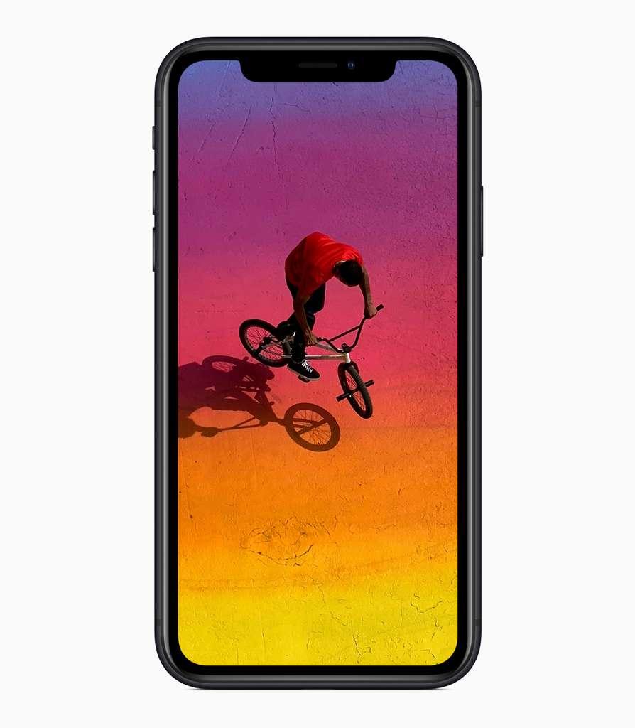 L'écran de l'iPhone, pour des raisons de coûts, est un LCD classique et non pas un Oled. © Apple
