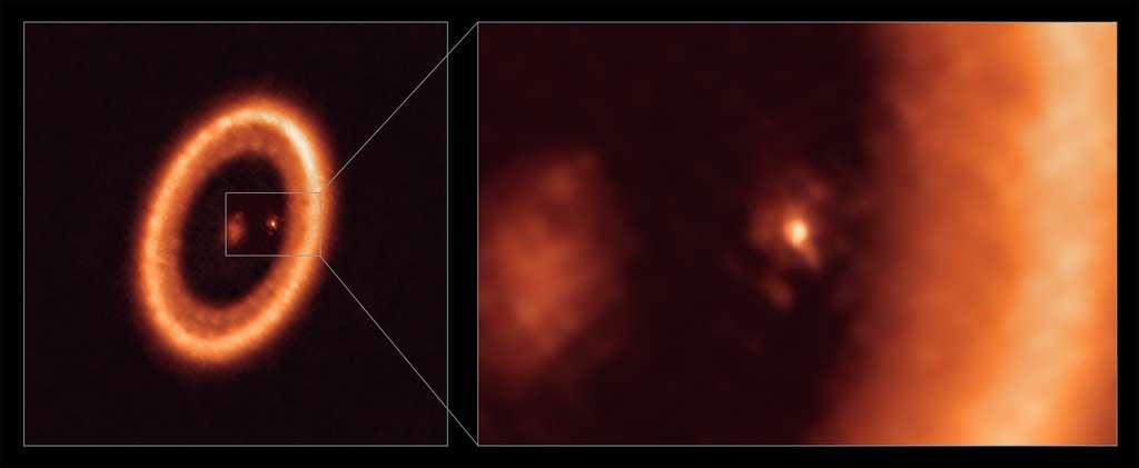 Cette image, prise par Alma (ESO) montre une vue à grand champ (à gauche) et rapprochée (à droite) du disque lunaire entourant PDS 70c, une jeune planète de type Jupiter située à près de 400 années-lumière. La vue rapprochée montre PDS 70c et son disque circumplanétaire au centre de l'image, tandis que le disque circumstellaire, plus grand, semblable à un anneau, occupe la majeure partie du côté droit de l'image. L'étoile PDS 70 est au centre de l'image à grand champ sur la gauche. © Alma (ESO/NAOJ/NRAO), Benisty et al.