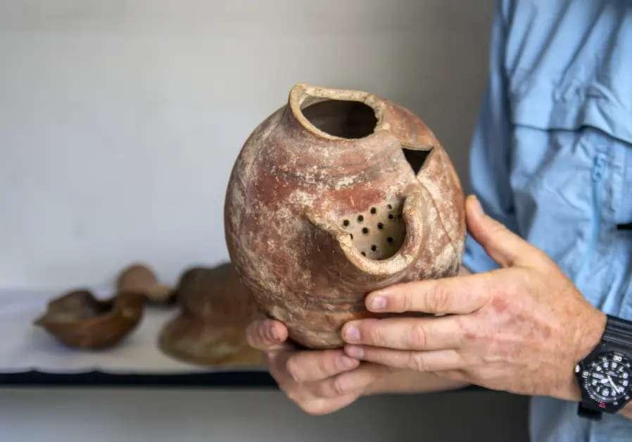 Un ancien pot de bière millénaire à partir duquel des levures ont été extraites pour produire de la bière antique. © Yaniv Berman/Israel Antiquities Authority (IAA)