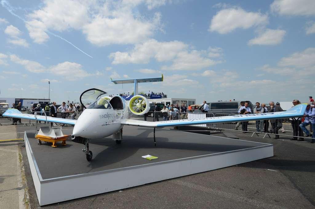 E-Fan, l'avion tout électrique d'Airbus