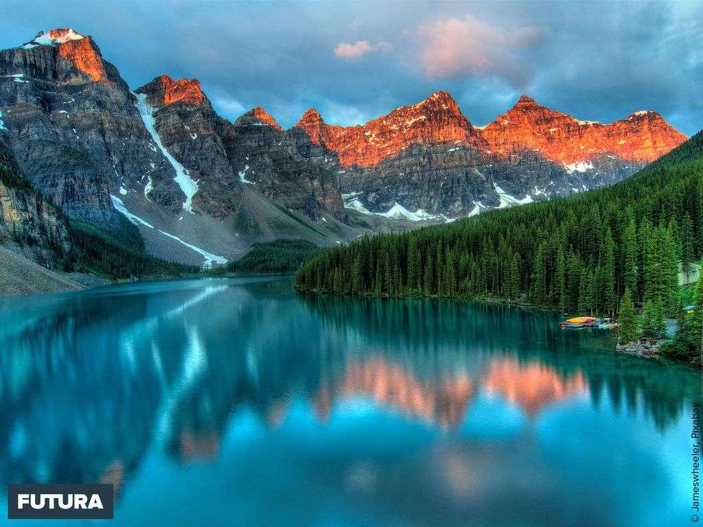 Lac Moraine turquoise dans le Parc national de Banff Canada