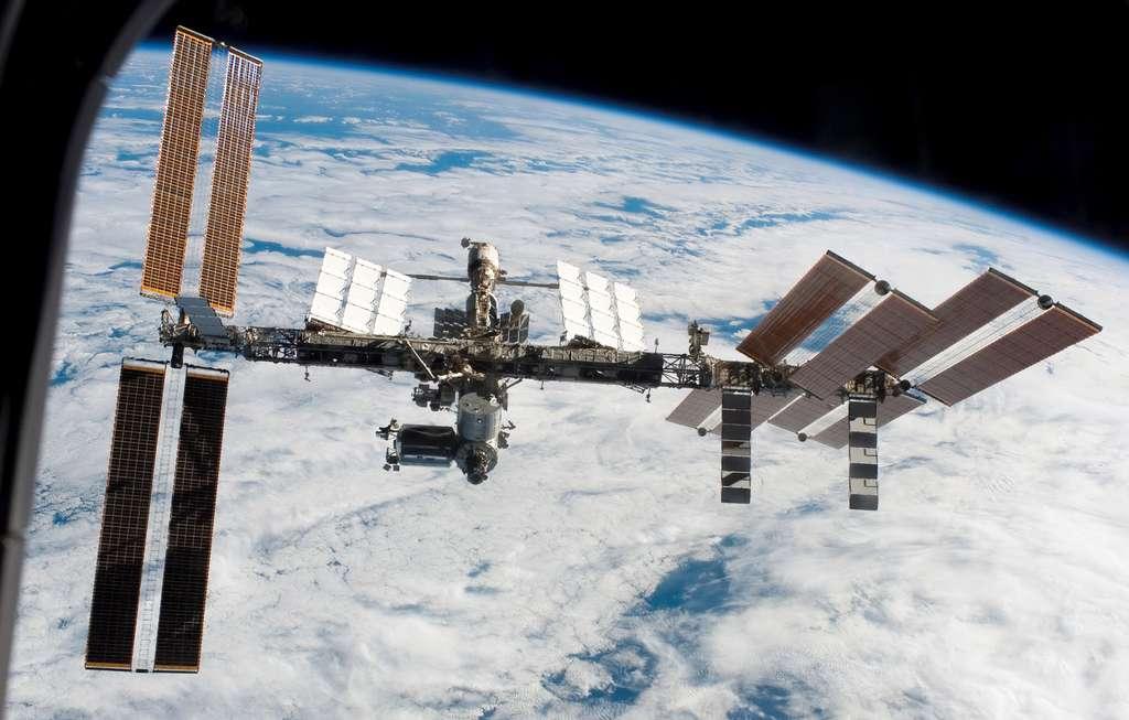 L'ISS vue depuis un hublot d'Endeavour (mars 2008)