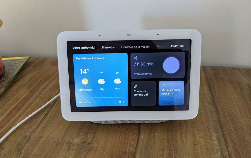 Le Nest Hub 2021 propose également une fonction réveil matin avec un simulateur d'aube. © Marc Zaffagni
