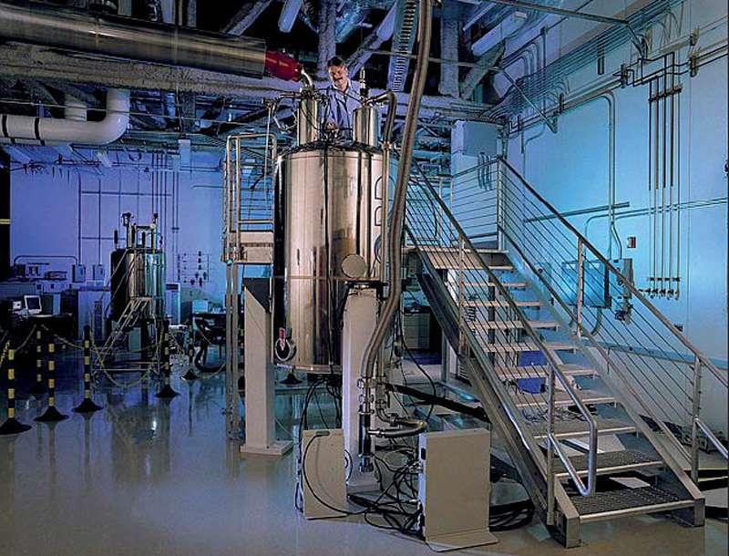 La résonance magnétique nucléaire (RMN) est une méthode d'analyse utilisée par les chimistes pour déterminer la structure d'un composé. Mais elle rencontre des limites lorsque l'on a affaire à un mélange complexe, avec de faibles concentrations de produit à caractériser. Photo : spectromètre RMN 800 MHz utilisé en biologie structurale. © DR