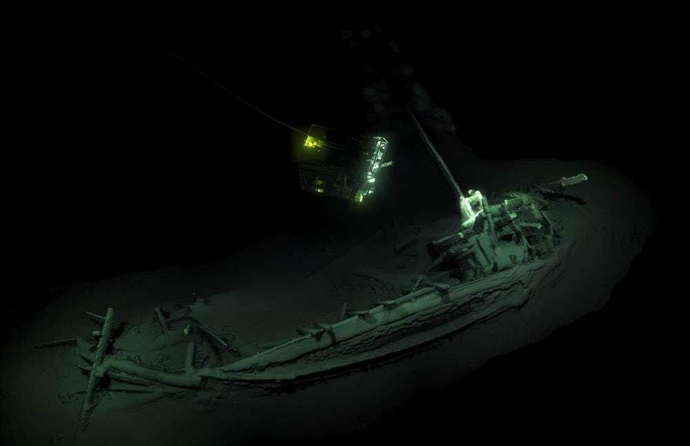 L'ancien navire grec a été retrouvé en mer Noire à plus de 2 kilomètres de fond. © Black Sea MAP, EEF Expeditions