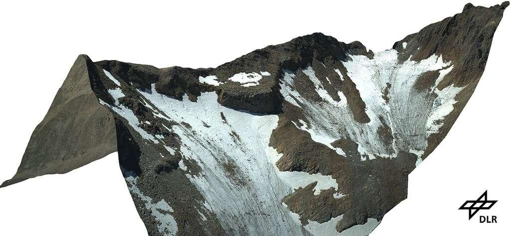Exemple de cartographie réalisée dans les Alpes autrichiennes avec le système Macs. Elle donne une vue précise des glaciers et du relief. © DLR, cc by 3.0