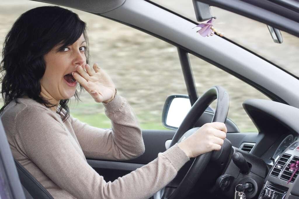 Bien manger pour bien conduire serait un des moyens pour rester vigilant au volant. À 130 km/h, un micro-sommeil de 1 à 4 secondes peut avoir des conséquences fatales : 4 secondes, c'est 150 mètres parcourus en roulant à 130km/h (Source IFSTTAR). © alco81, Adobe Stock