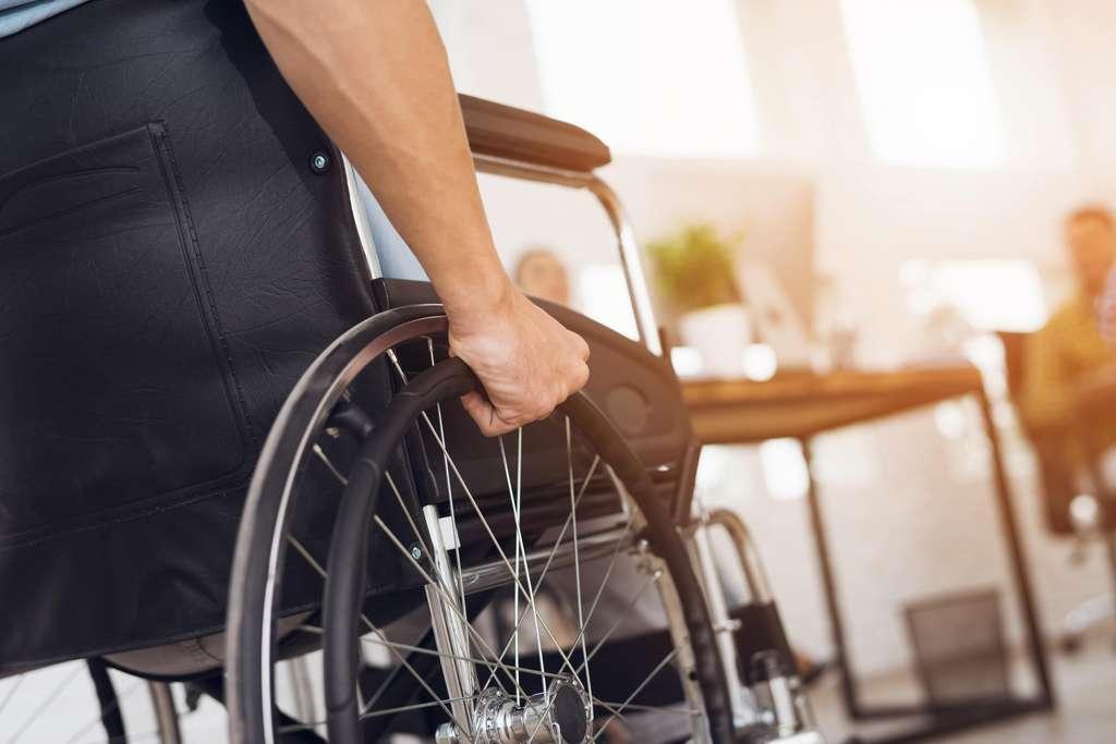 在2017年,有80,000多人因截瘫而接受了治疗。  ©VadimGuzhva,Adobe Stock