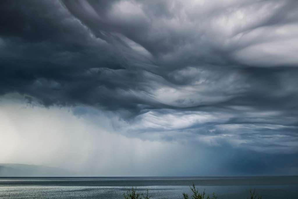 Un asperatus au-dessus du lac Baïkal. © VarnaovR, Fotolia