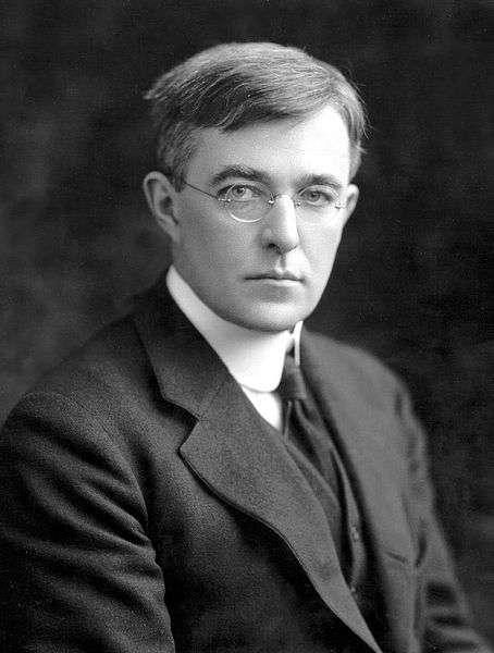 Irving Langmuir (1881-1957) était un chimiste et physicien états-unien, lauréat du prix Nobel de chimie en 1932. Il introduisit en 1928 le terme de « plasma » pour désigner les gaz ionisés. © Wikipédia, DP