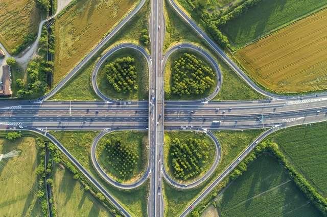 La surveillance des autoroutes par drones représente une alternative prometteuse aux hélicoptères et caméras fixes. © Arcansél, Fotolia