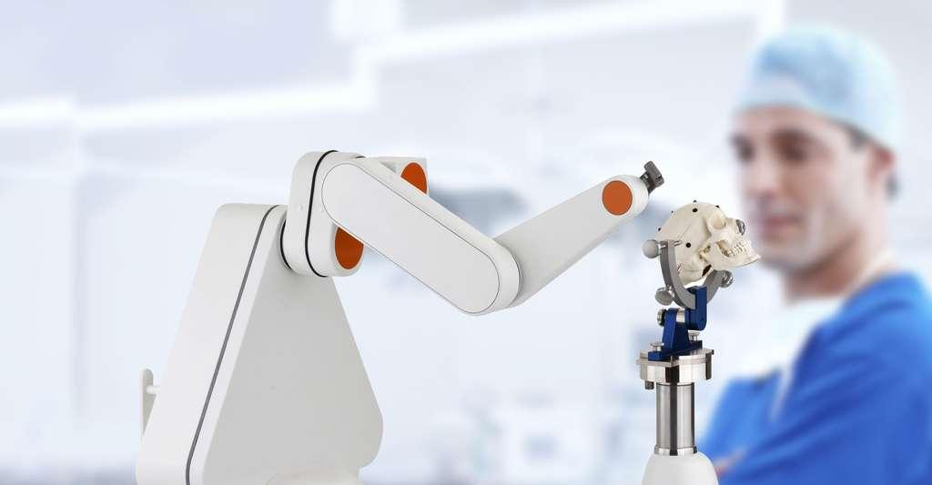 Le robot Neuromate est l'un des premiers robots utilisés en chirurgie. © Renishaw, DR