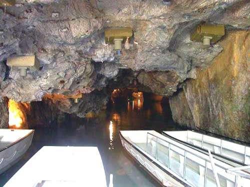 Le lac de Saint-Léonard est le plus grand lac souterrain navigable d'Europe. © DR